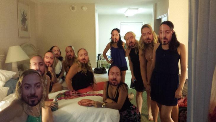 mujeres con máscaras d ehombre