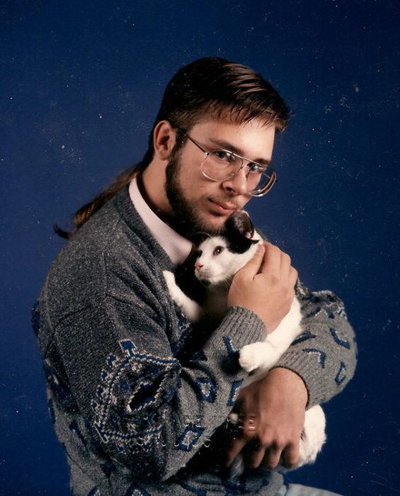 Hombre con su gato