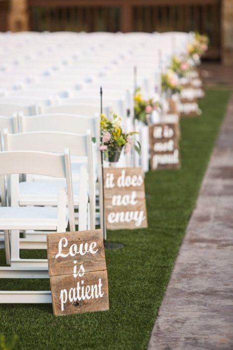 Versículo en las sillas de la boda
