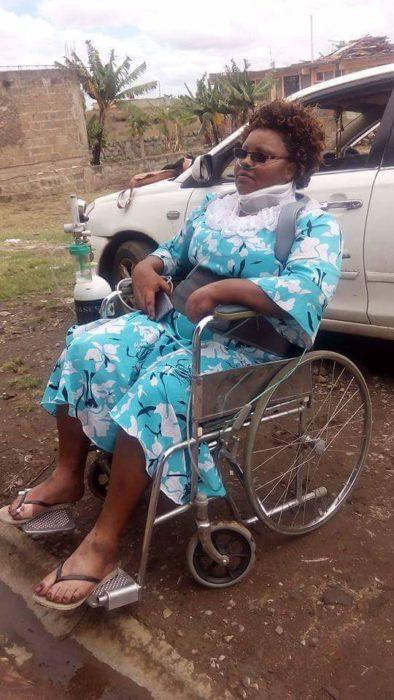 Gladys problemas de salud en silla de ruedas