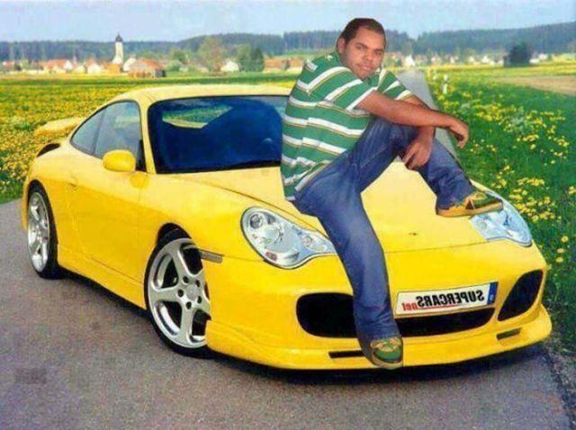 Photoshop - hombre sentado en su carro