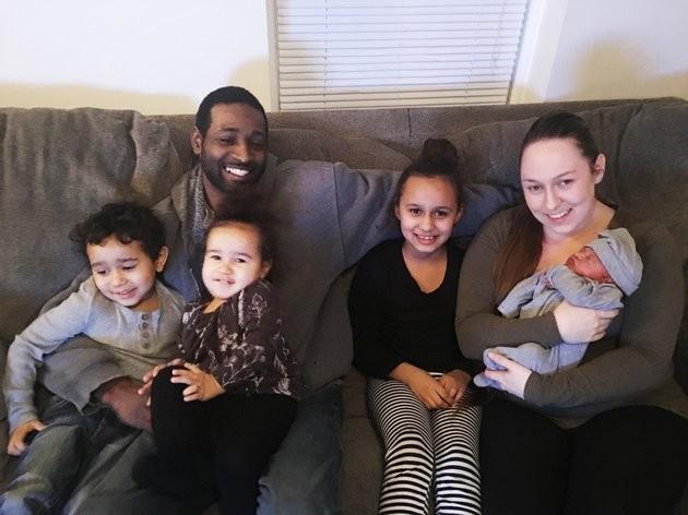 Papá, mamá y 4 hijos