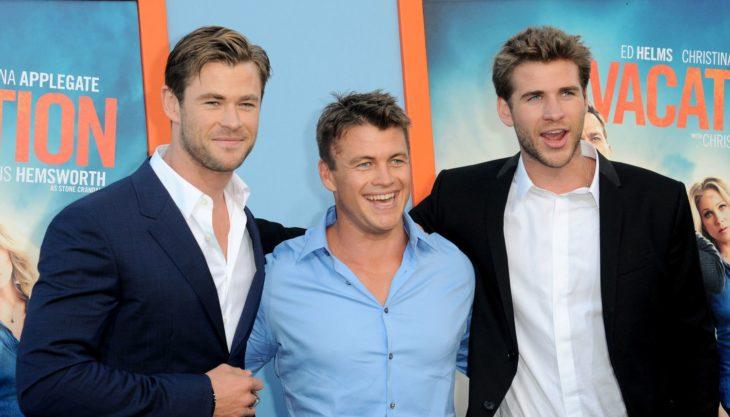 Luke Hemsworth con Chris y Liam