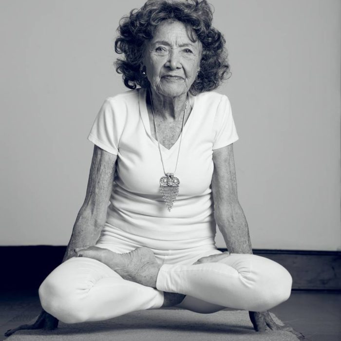 Yoga blanco y negro yoga