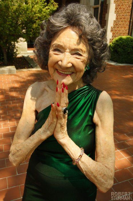 Señora 98 años sonríendo