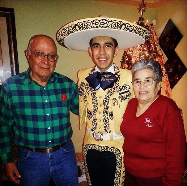 mariachi se parece a barack obama solo que más joven