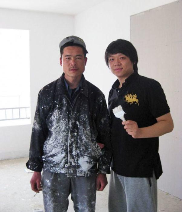 pintor asiatico se parece a brad pitt