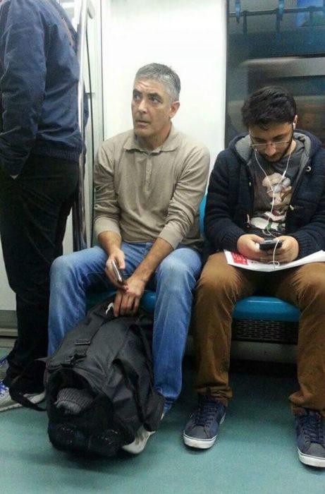 hombre en el metro se parece a george clooney