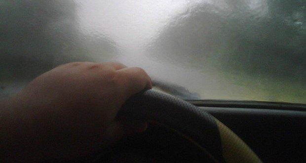 manejando con vidrios empañados