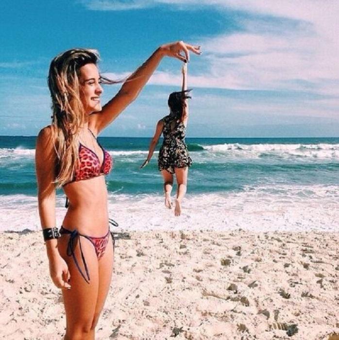 foto de mejores amigas en la playa