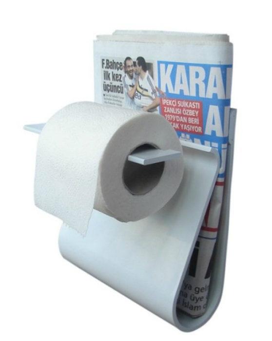 base para papel de baño y periódico