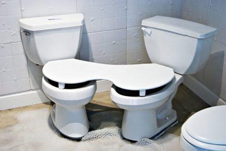 baños con tapa pegada