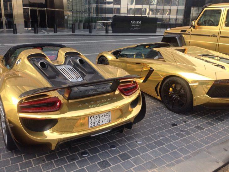carros cubiertos de oro en dubai