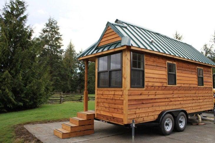 pequeña y original casa rodante color madera