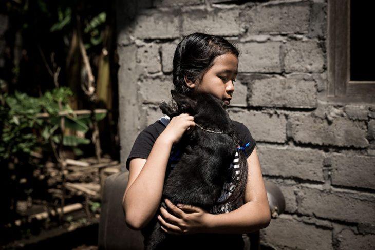 historia de la niña que cuida perros abandonados