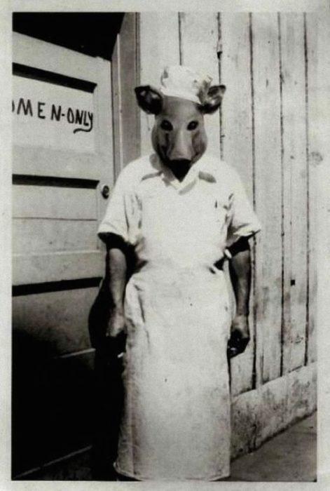hombre con cabeza de cerdo