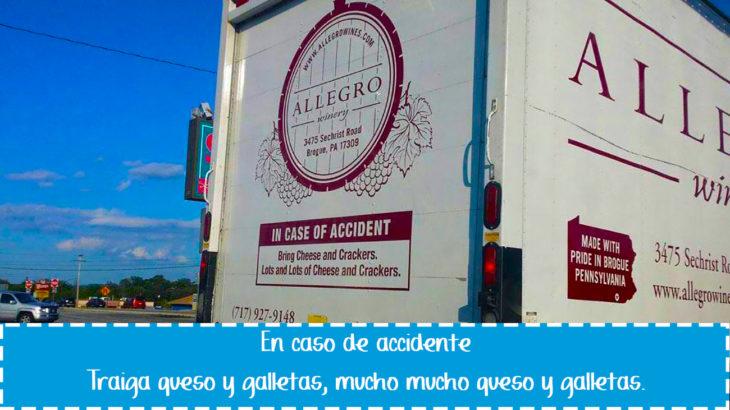 cartel gracioso en vehículo sobre traer galletas en caso de accidente