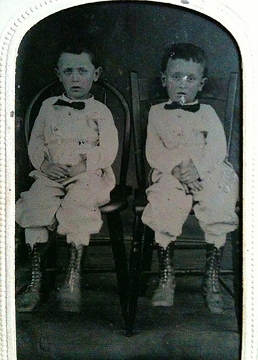 Foto postmortem de gemelos