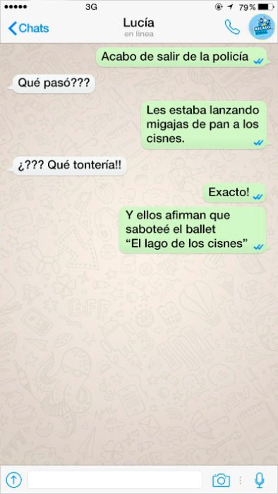 dos personas que se comunican a través de mensajes de texto