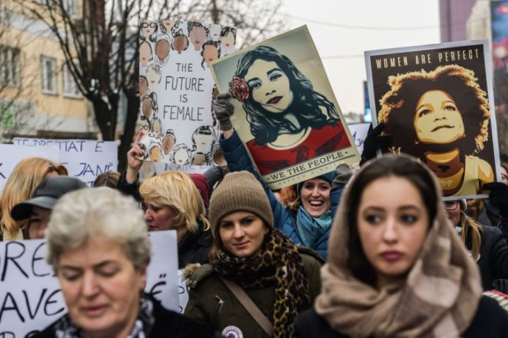 protesta de mujeres en kosovo