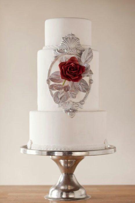 un pastel inspirado en la bella y la bestia