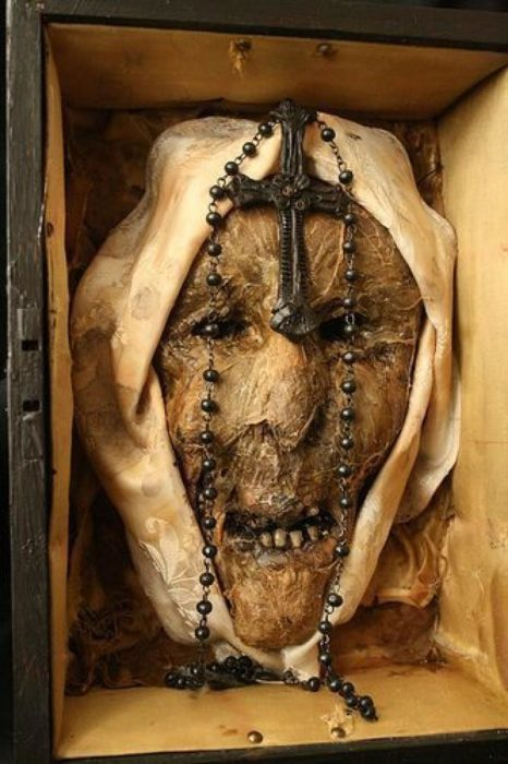 la primer monja poseída