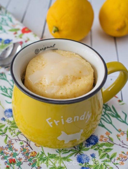 pastel de leche condensada en una taza