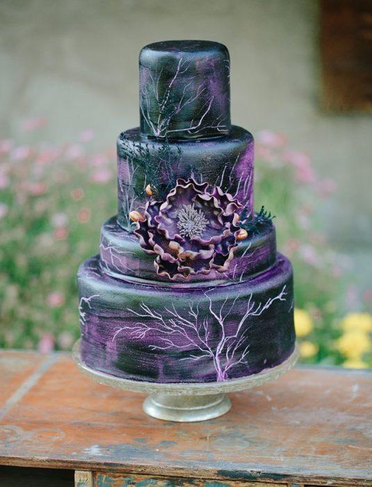 un pastel inspirado en el personaje de malefica