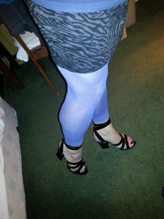 leggin azul con zapatillas