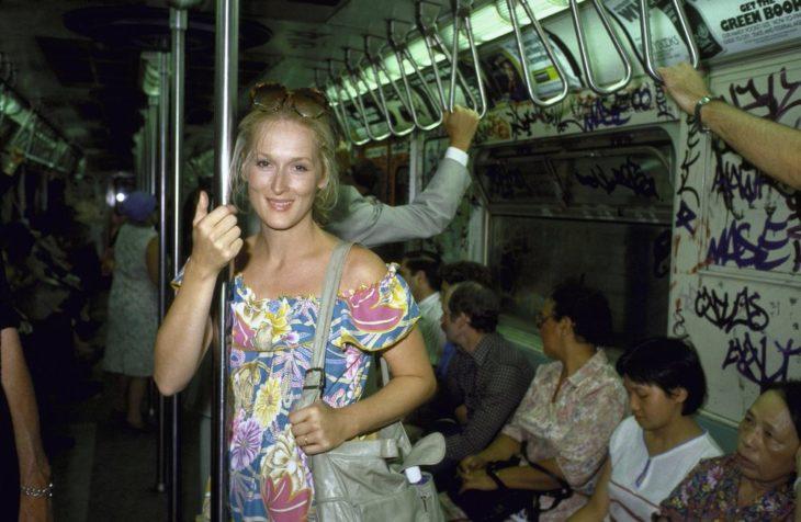 meryl streep viajando en metro