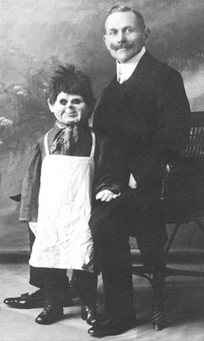 un muñeco sonriente