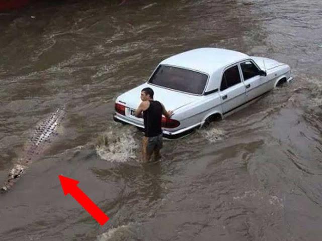 persona atrapada en la inundación