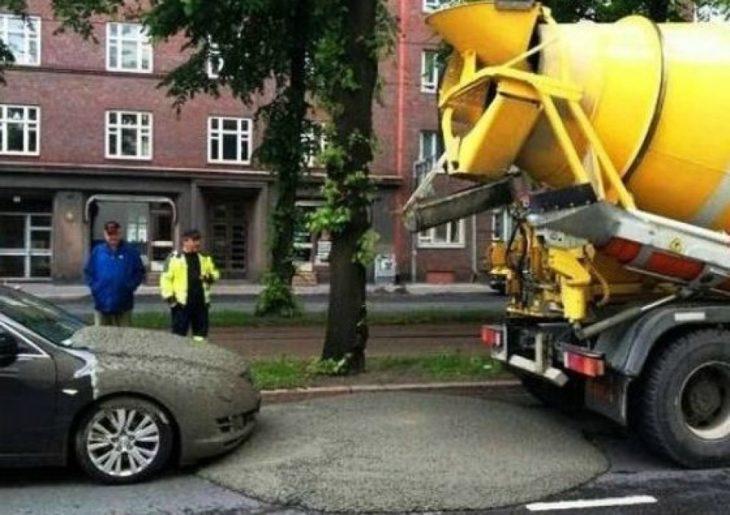 cemento encima de un carro