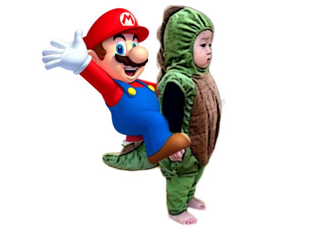 Mario bros y niño disfraz dinosaurio