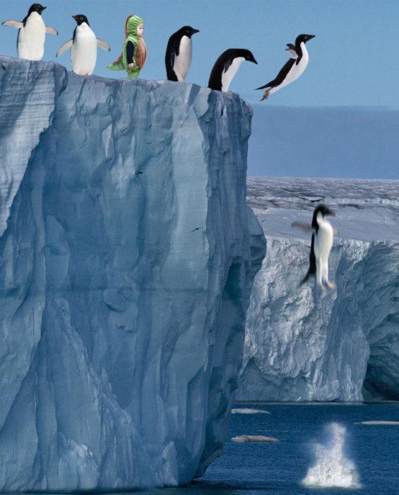 Pingüinos saltando con niño dinosaurio