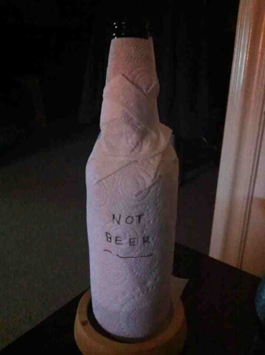 cerveza cubierta con servilletas