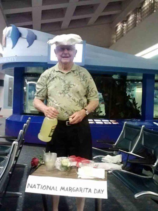 padre cocinando en aeropuerto