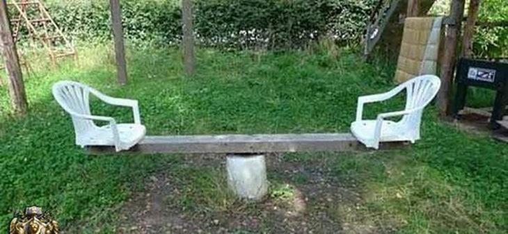 sube y baja de sillas de plástico