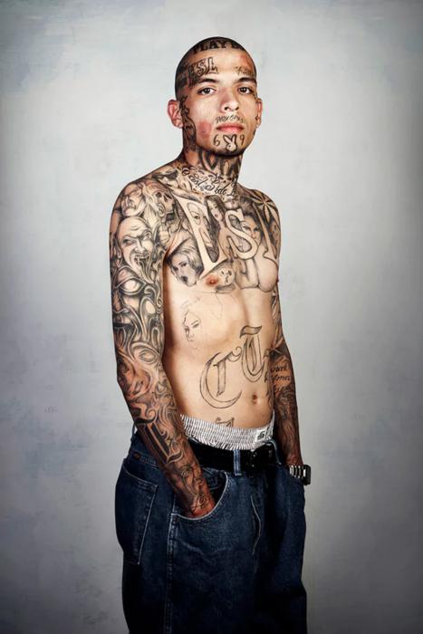 persona tatuada