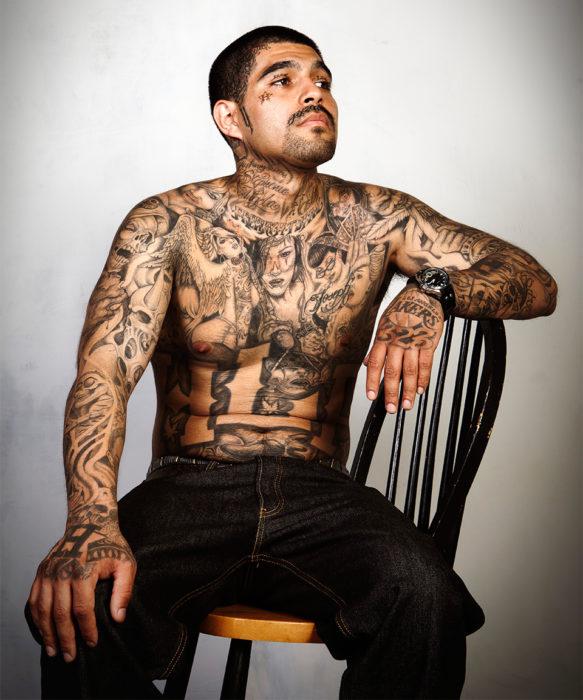 "persona ""antes"" de que le quiten los tatuajes"