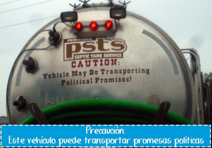 cartel gracioso en vehículo sobre promesas políticos