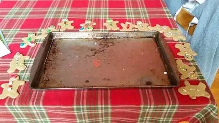 galletas en una mesa alrededor de una bandeja