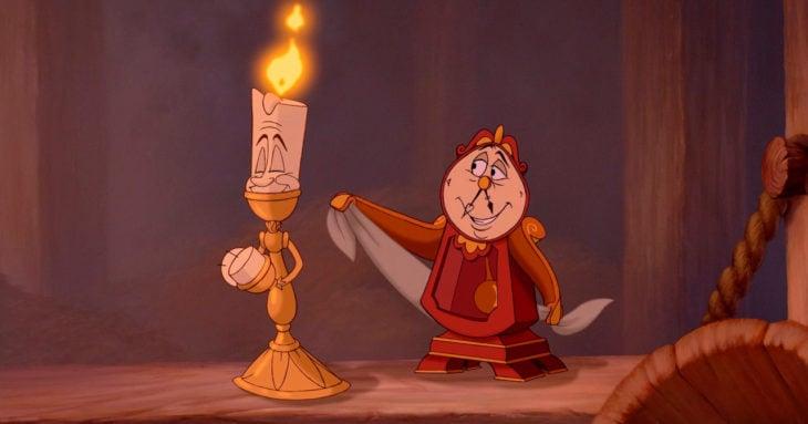candelabro y reloj que hablan