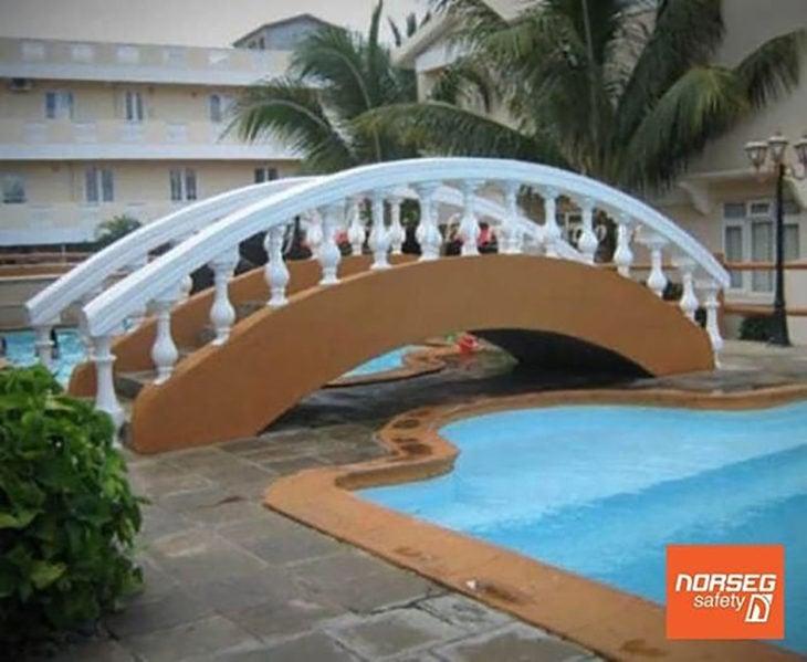 puente hecho sin sentido