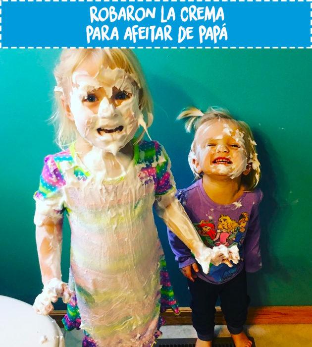 niñas llenas de crema para afeitar