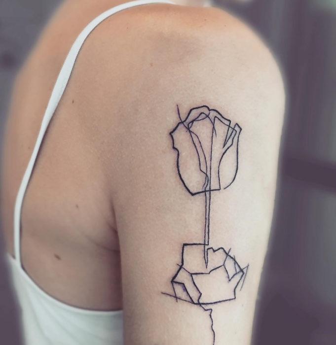 tatuaje de una sola línea de una rosa