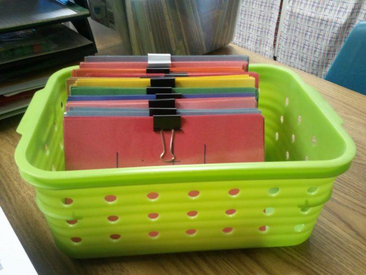 tarjetas organizadas con ganchos