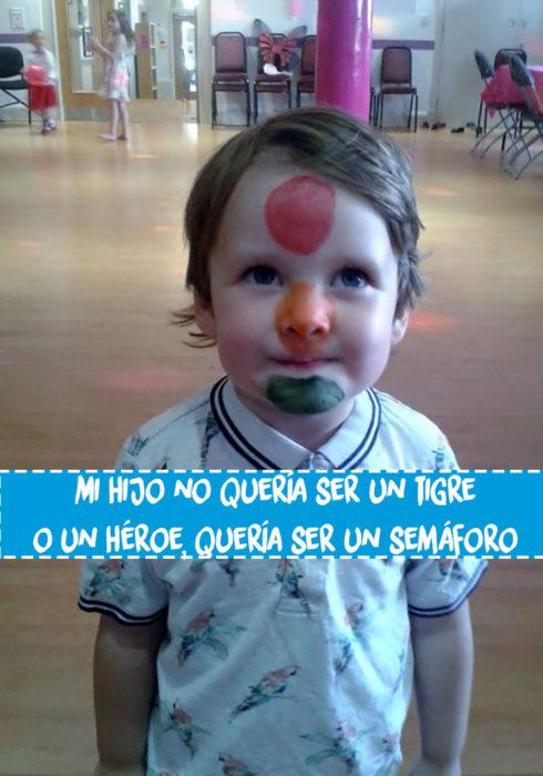 niño con cara pintada de semáforo