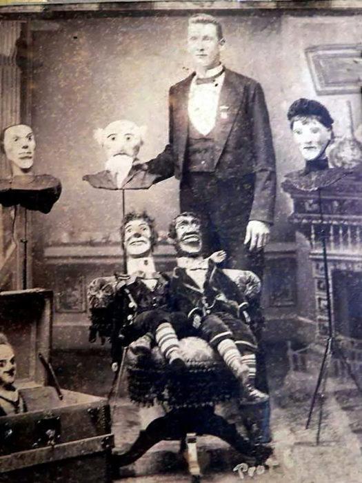 antigua foto de ventrículo con sus muñecos