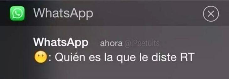 novia controladora enviando un whatsapp a su novio